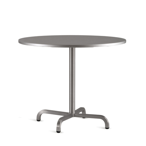 20-06™ ROUND CAFÉ TABLE